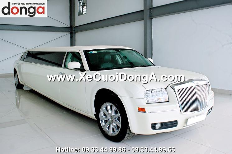cho-thue-xe-cuoi-limousine-3-khoang (8)