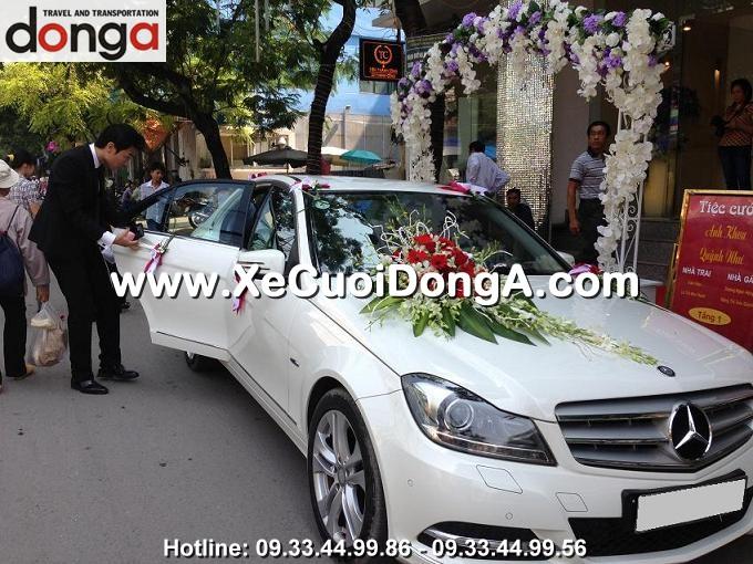 cho-thue-xe-cuoi-mercedes-c250-trang-ha-noi (4)