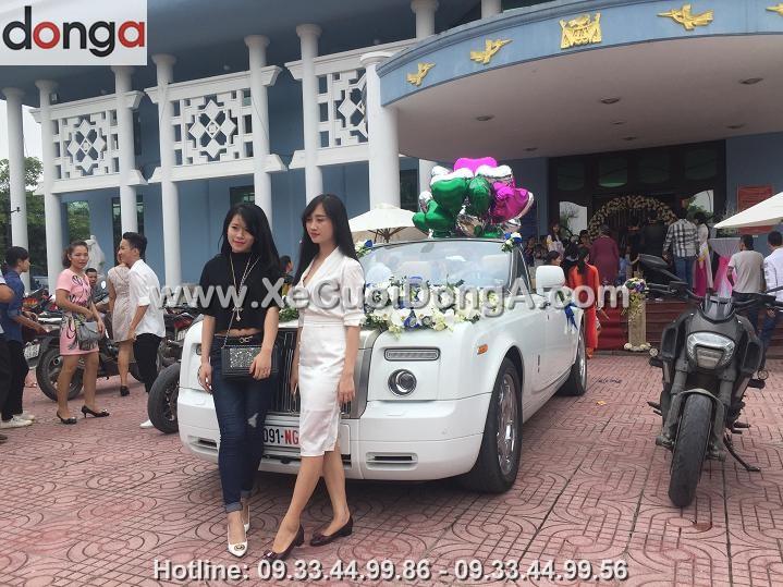 hinh-anh-chu-re-canh-dam-cuoi-xe-cuoi-rolls-royce-mui-tran (2)