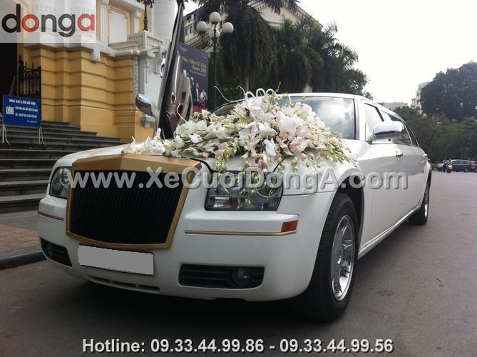 thue-xe-cuoi-chrysler-limousine