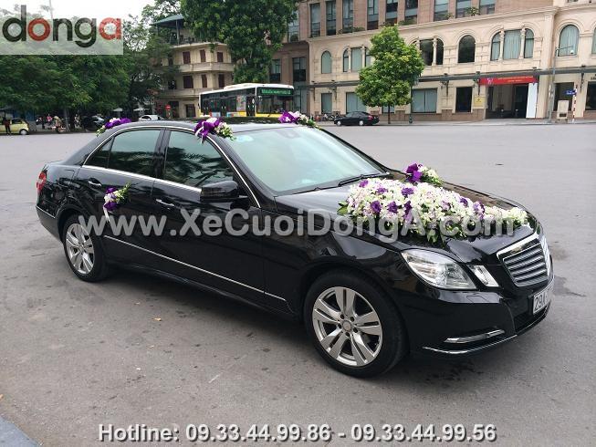 Thue-xe-cuoi-Mercedes-E300-mau-trang-hay-den (1)