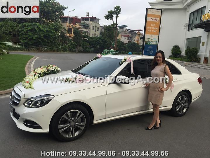 Thue-xe-cuoi-Mercedes-E300-mau-trang-hay-den (3)